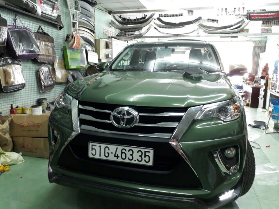 body-ativus-fortuner-mau-khong-dung-hang