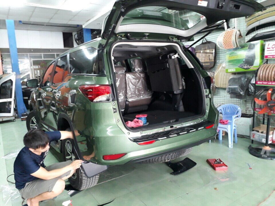 body-ativus-fortuner-mau-khong-dung-hang2