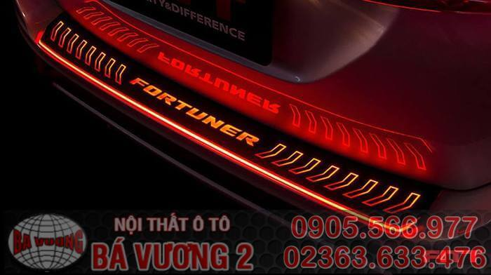 op-chong-tray-toyota-fortuner-2017-full-led-fitt-thailand